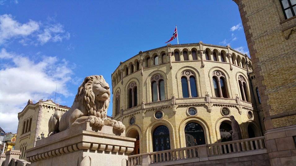 bildet viser Stortinget fra Løvebakken